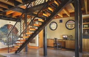 Изготовление дизайнерских металлических лестниц в стиле лофт, лестницы на металлическом каркасе по вашим размерам и дизайну на заказ.