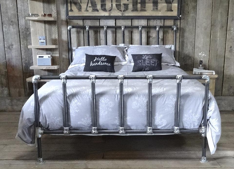 Кровать в стиле лофт K015